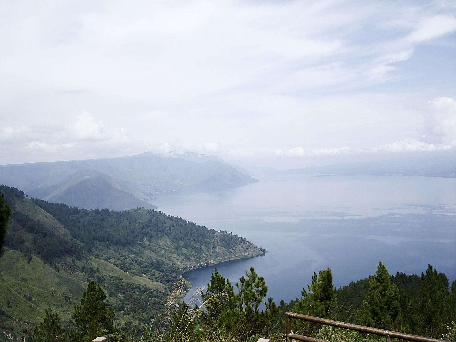 トバ湖 ~世界最大級のカルデラ湖~
